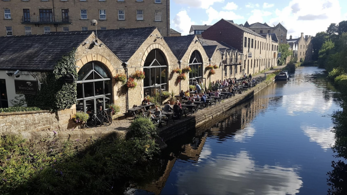 Image of the White Cross Pub in August 2020 for pubs reopening across the uk